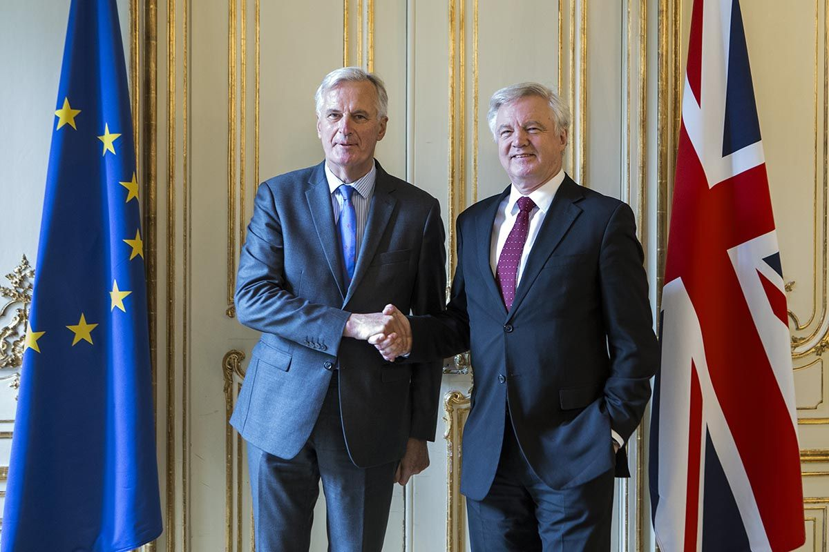 Davis and Barnier negotiating