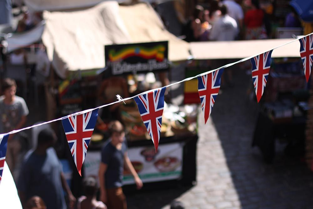 UK economy struggles in mid-year
