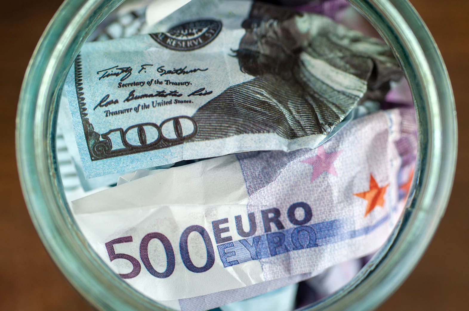 Euro dollar finding direction again