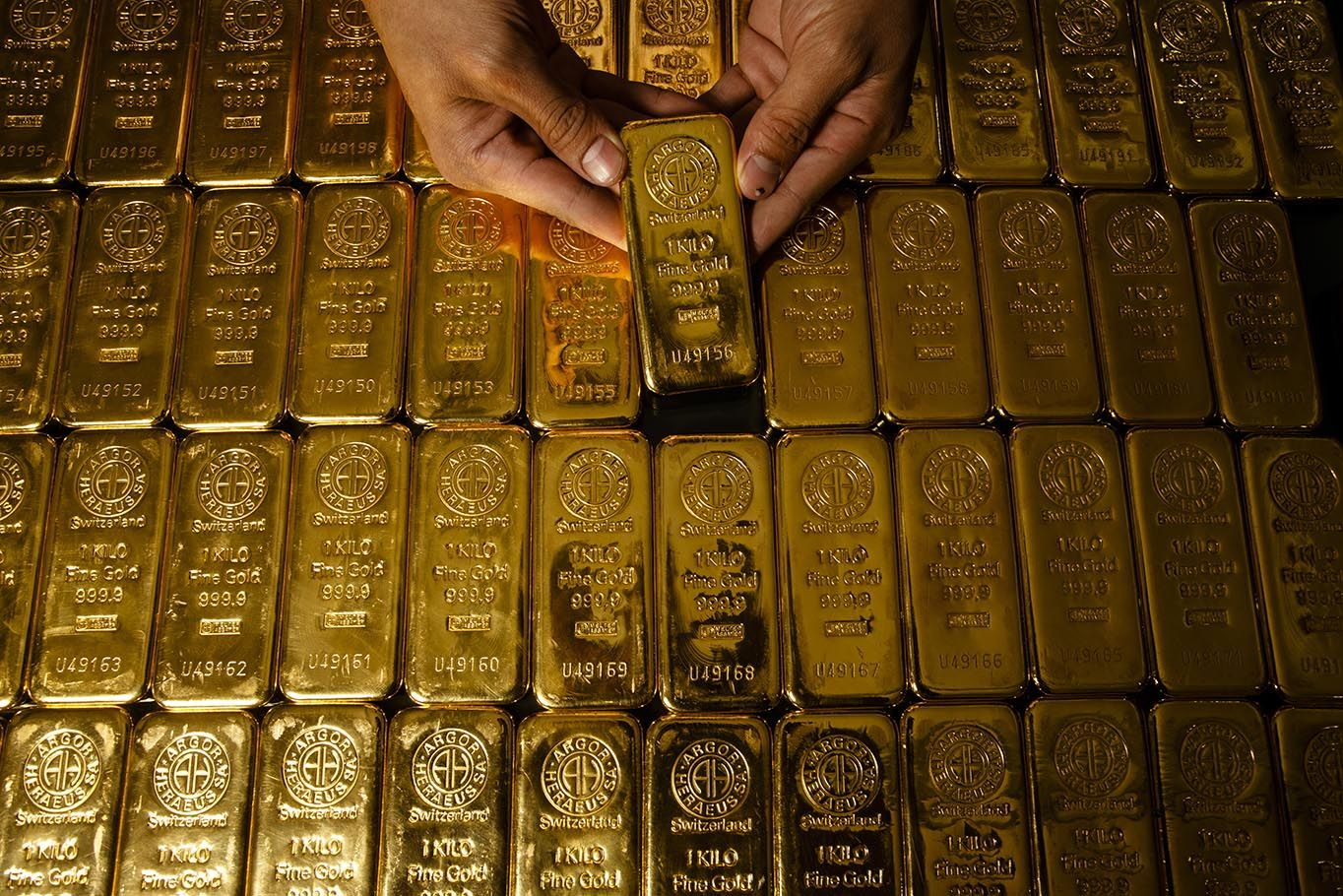 Gold Price Forecast Back Up At Important Cross Roads