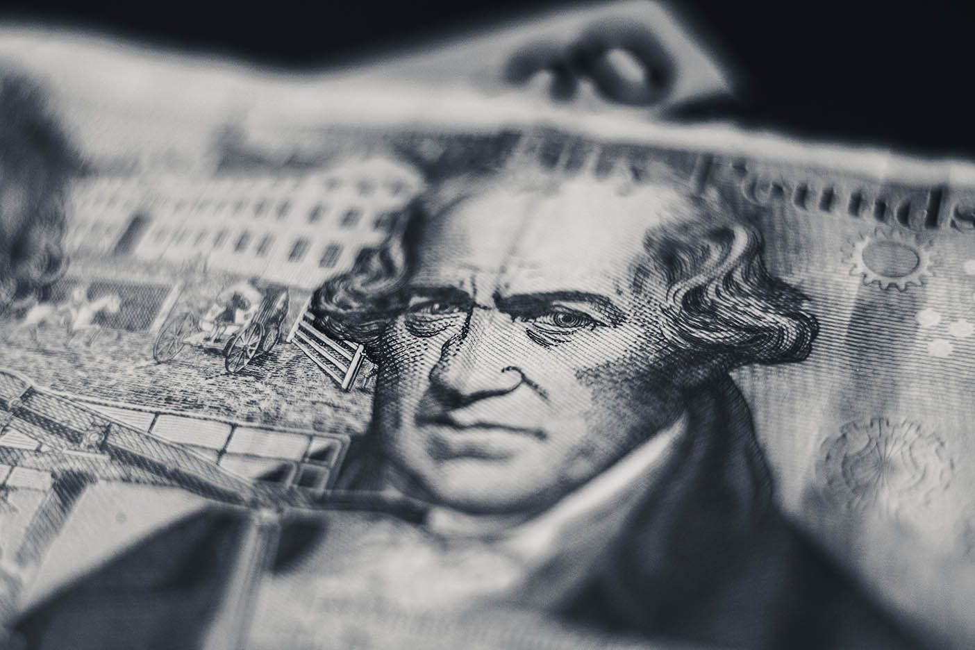 https://www.poundsterlinglive.com/images/stock/pound-note-black-and-white-close-up.jpg